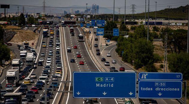 Un atasco de salida de Madrid, el pasado mes de
