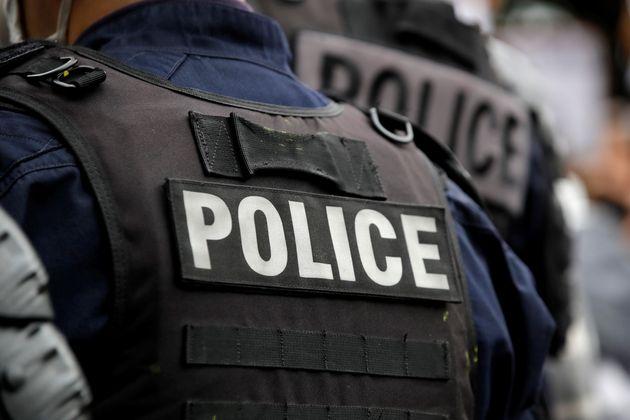 Six personnes ont été mises en examen après l'agression du policier dans la Loire....