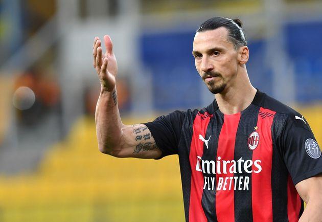 (photo de Zlatan Ibrahimovic , avec le maillot de l'AC Milan où il joue, le 10 avril