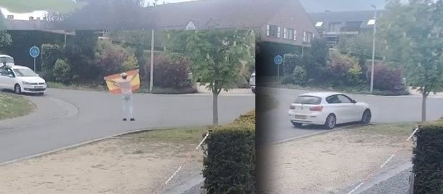 Varias personas arrancan una placa de la casa de Puigdemont en