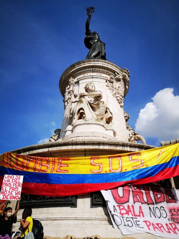 Colombianos se manifiestan en París (París) contra el Gobierno de Iván
