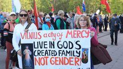Les Lituaniens manifestent par milliers contre les unions civiles de même