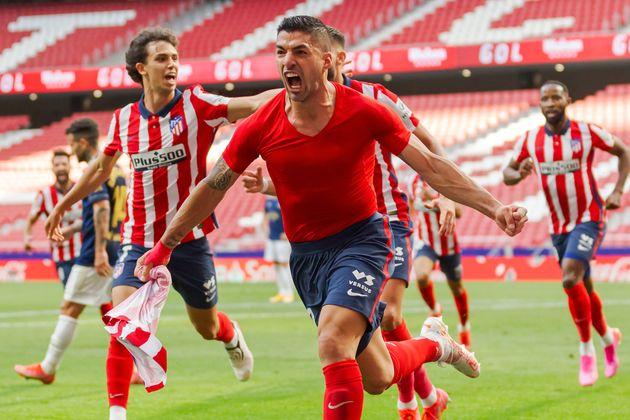 Luis Suárez celebra el 2-1 ante el