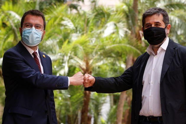 Pere Aragonès, de ERC, (izq) y Jordi Sánchez, de Junts, este