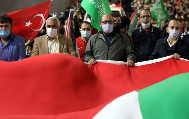Διαδήλωση Τούρκων έξω...
