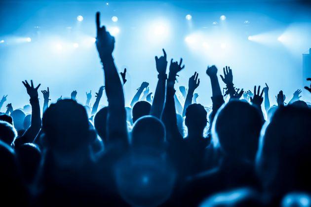 Gli inglesi vogliono tornare subito ai concerti senza