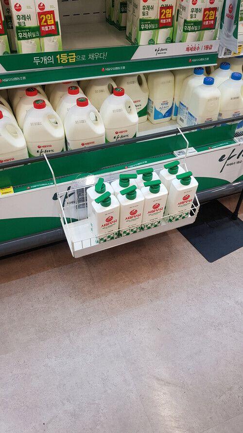 지난 15일 부산 홈플러스 아시아드점에 '서울우유 바디워시' 제품이 실제 우유 판매대 옆에