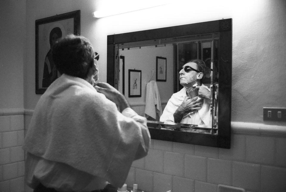 Franco Battiato nella sua casa di Milo, Catania nel