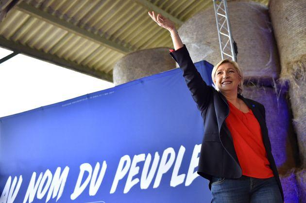 Marine Le Pen candidate à l'élection présidentielle de 2017, donne un meeting le 30 mars 2017 à La