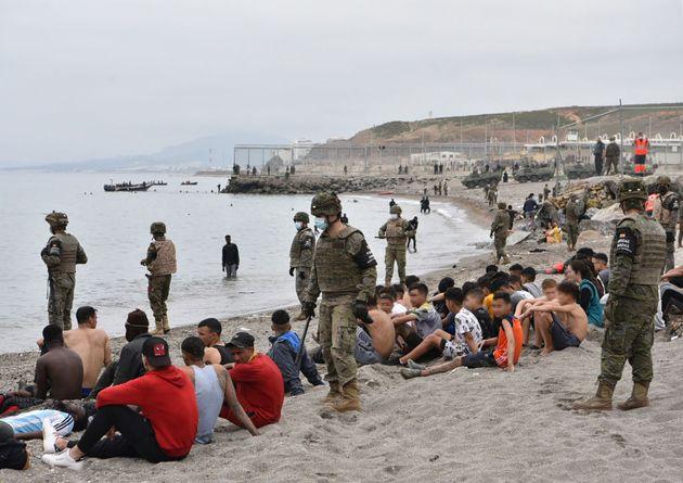Algunos de los miles de migrantes que han cruzado la frontera en
