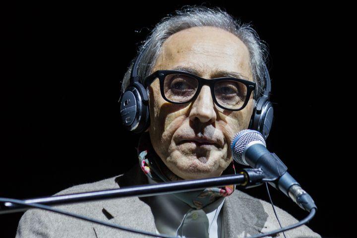 El cantante y compositor italiano Franco Battiato canta en el festival 'Club To Club' en Turín (Italia).