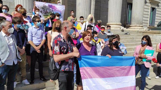 Organizaciones Trans, junto a representantes de algunos grupos parlamentarios, ante el