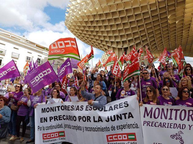 Manifestación de los monitores escolares en las Setas de