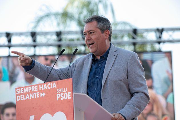 El alcalde de Sevilla, Juan Espadas, en un mitín del PSOE en las
