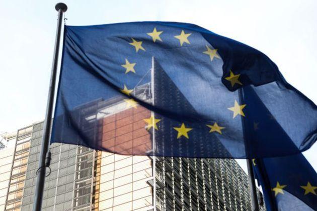 Le drapeau européen devant le Parlement européenne à Bruxelles en mars 2021 (Photo