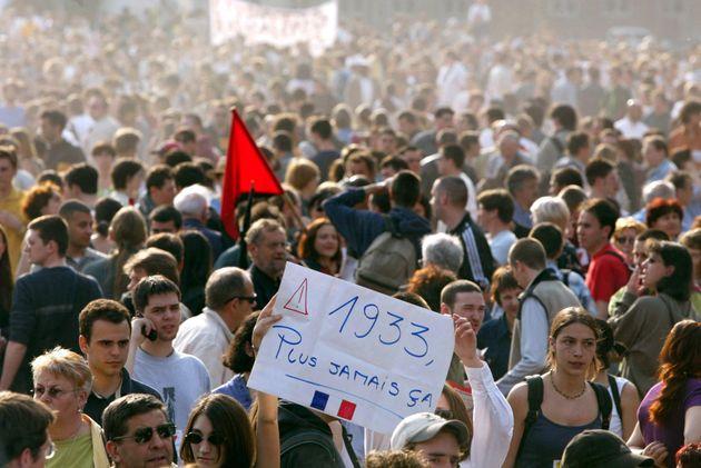 Durant l'entre-deux-tours de la présidentielle de 2002, de nombreuses manifestations contre l'extrême...