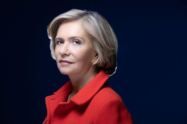 Valérie Pécresse, présidente sortante de la région Ile-de-France pose lors d'une session photo le 8 avril