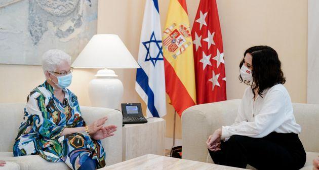Isabel Díaz Ayuso, con la delegación de la embajada de