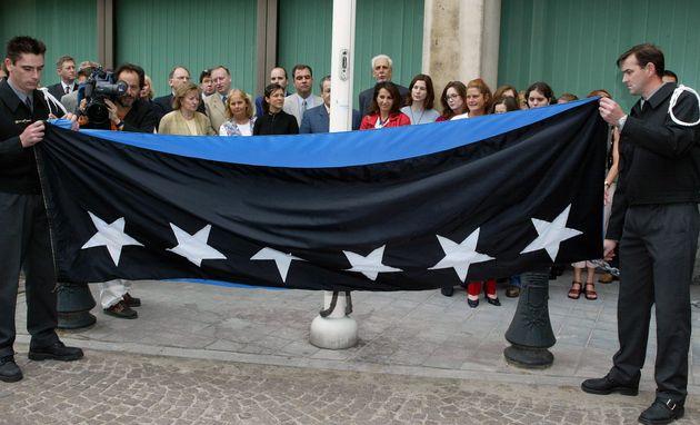 Η σημαία της ΕΚΑΧ. Τελευταία...
