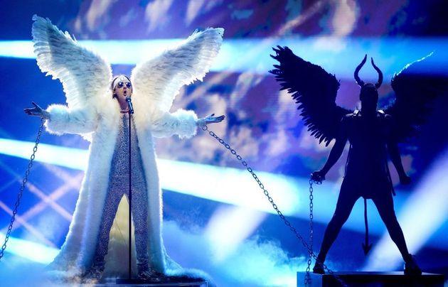 Tix, le représentant de la Norvège, interprète la chanson