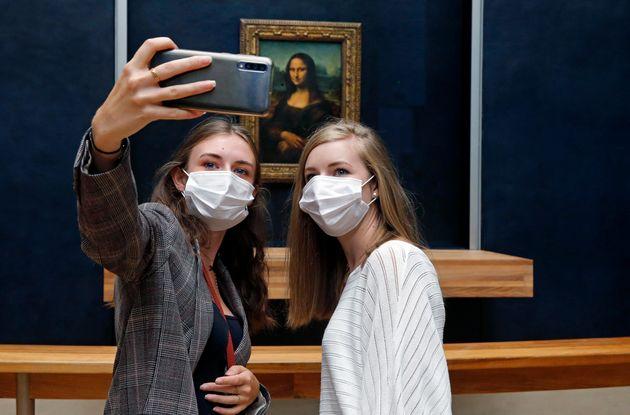 Γαλλία: «Πολιτιστικό πάσο» 300 ευρώ σε νέους 18 ετών για σινεμά, μουσεία, θέατρα,