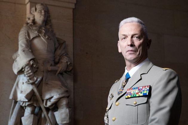 François Lecointre pose à Paris, le 27 avril