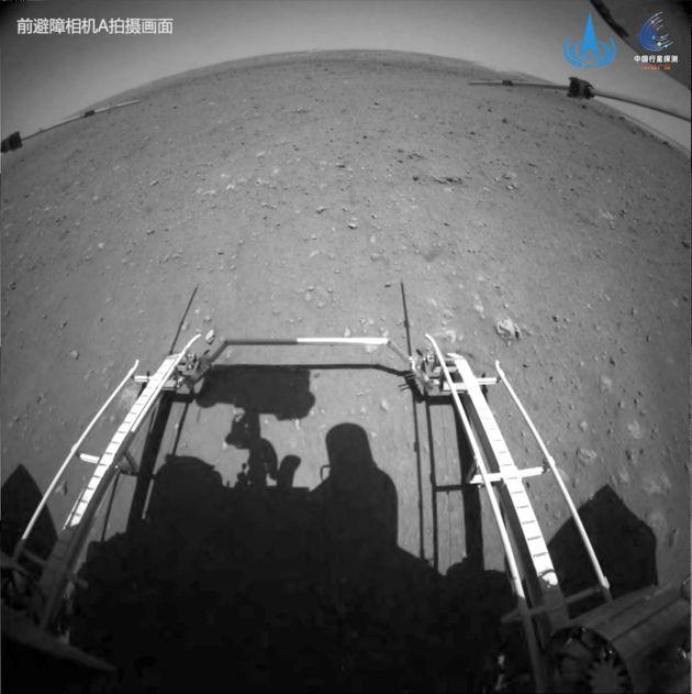 Το κινεζικό ρόβερ κινήθηκε για πρώτη φορά πάνω στην επιφάνεια του πλανήτη