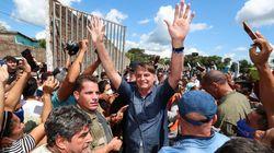 Au Brésil, Bolsonaro reçoit une amende après un bain de foule sans