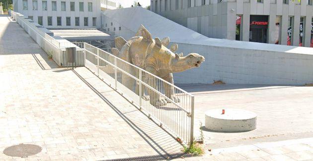 La estatua donde apareció el cadáver del