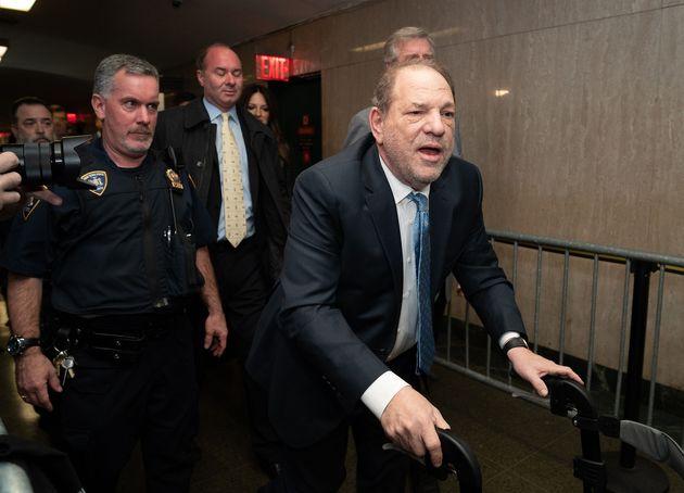 Harvey Weinstein llega a la Corte Suprema Estatal de Manhattan en febrero en Nueva York
