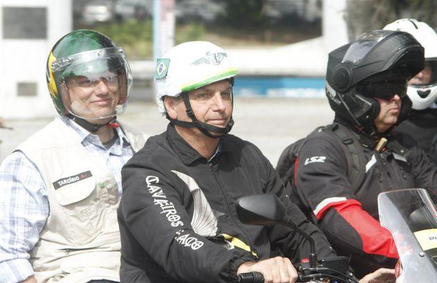 Bolsonaro lidera sin mascarilla una multitudinaria caravana de motos en Río de