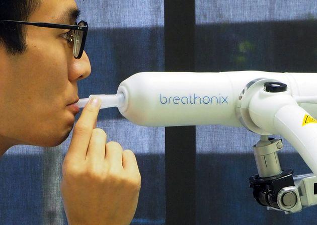 Σιγκαπούρη: Τεστ αναπνοής ανιχνεύει τον κορονοϊό σε λιγότερο από ένα