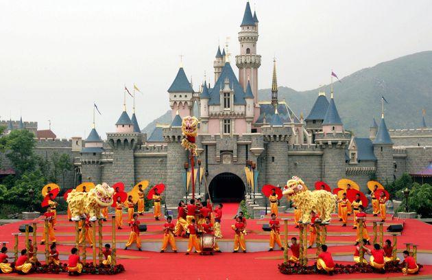 香港ディズニーランドのオープン当初の城。2005年からリニューアルまでは、映画「眠れる森の美女」のみをテーマとした城だった