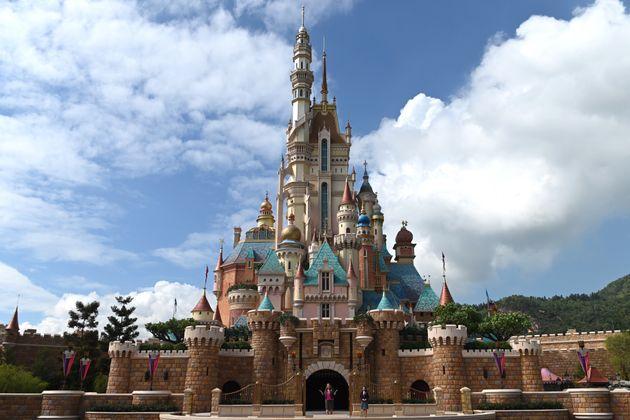 香港ディズニーランドのリニューアル後の新たなお城。名称は「キャッスル・オブ・マジカル・ドリーム」で、10以上の物語が1つの城に集約され表現されている