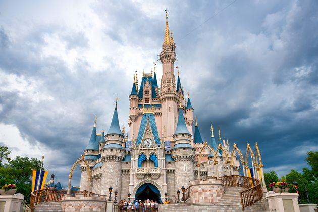 米ウォルト・ディズニー・ワールドのシンデレラ城。(2019年7月撮影)デザインは東京ディズニーランドのシンデレラ城とよく似ている