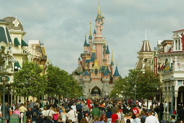 ヨーロッパ唯一のディズニーテーマパーク、ディズニーランド・パリの城。テーマは当初の香港のパークと同様に「眠れる森の美女」だ