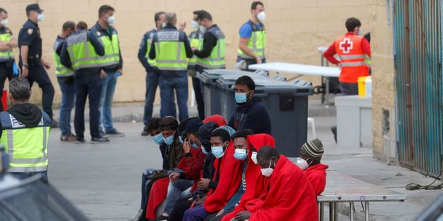 En Ceuta, 21 de mayo de 2021. Miles de personas han cruzado la frontera hispano-marroquí en los últimos...