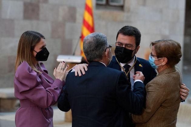 Pere Aragonès, el tercero por la derecha, en su toma de posesión como presidente de Cataluña, este