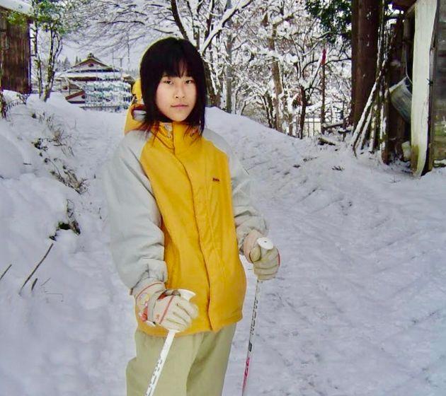 小学6年の頃の奥村安莉沙さん。当時吃音は「うつる」と思われ、同級生たちから避けられていたという