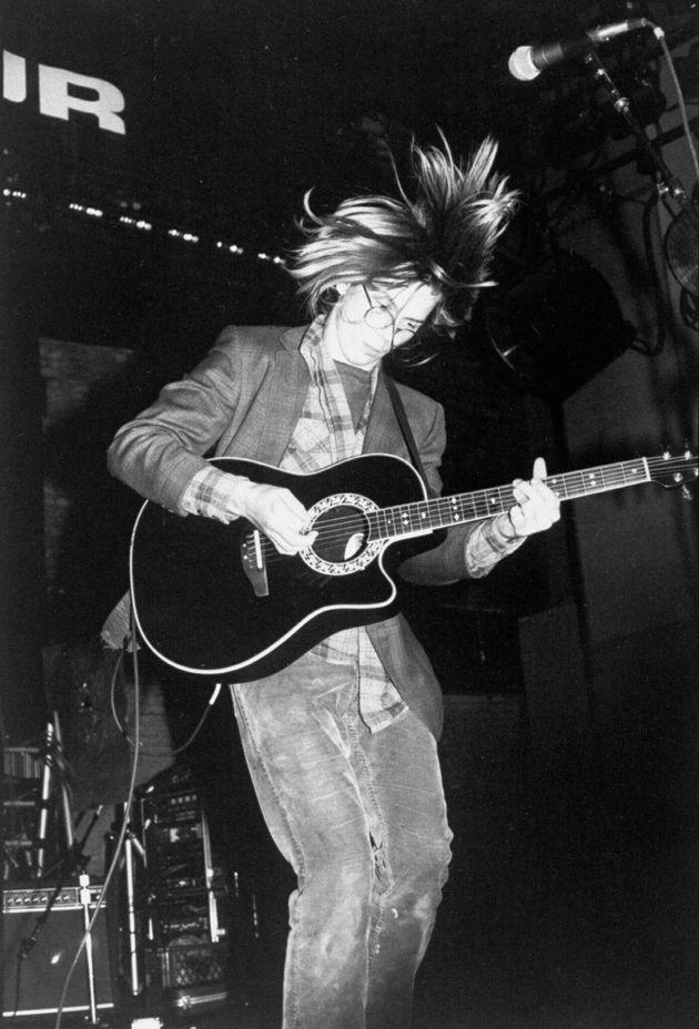 自身のバンドではギターを弾いていたリバー・フェニックス。ロックバンドを愛し、アーティストとの交流も深かった