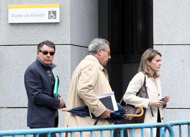 El expresidente de la Comunidad de Madrid Ignacio González (izq), en la Audiencia Nacional, en