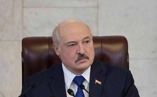Le président biélorusse Alexandre Loukachenko a affirmé avoir agi légalement en détournant l'avion qui...