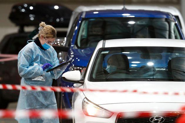 La France va imposer une quarantaine aux voyageurs en provenance du Royaume-Uni pour tenter d'endiguer...