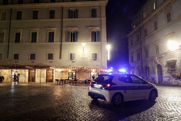 Nella foto, Piazza Santa Maria in