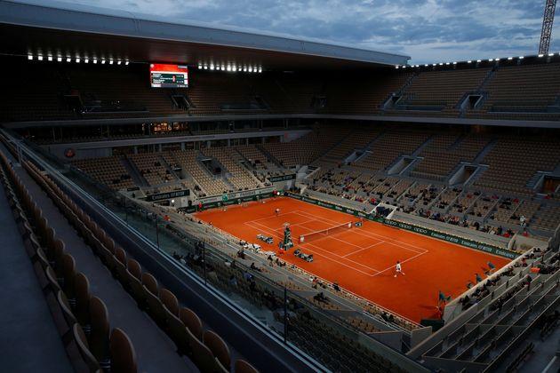Roland Garros, le 30 septembre 2020 lors d'un match opposant Alexander Zverev à Pierre-Hugues...