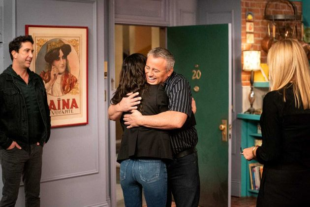 Matt LeBlanc and Courteney Cox embrace on the set of the Friends