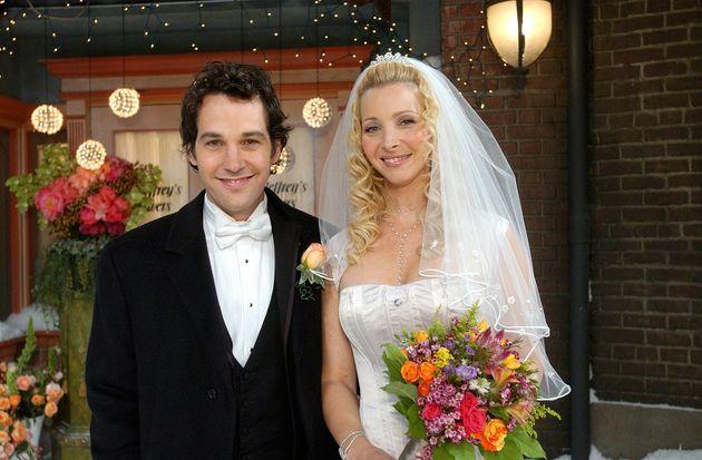 Paul Rudd as Mike Hannigan with Lisa Kudrow as Phoebe Buffay in