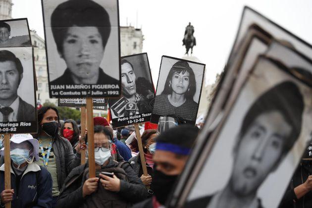 Familiares de víctimas de la masacre de La Cantuta, en una marcha contra la candidata presidencial...