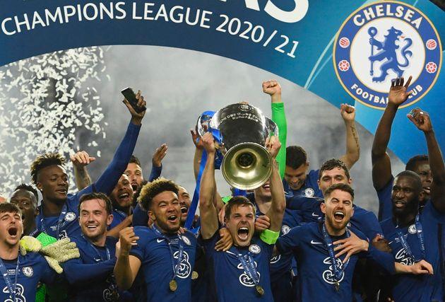 Les joueurs de Chelsea soulevant la Ligue des champions, à Porto au Portugal, le 29 mai