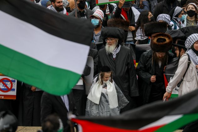 WASHINGTON, USA - MAY 29: Thousands of demonstrators gather on Saturday at the Lincoln Memorial in support of the Palestinians, on May 29, 2021 in Washington D.C, United States. (Photo by Yasin Ozturk/Anadolu Agency via Getty Images)